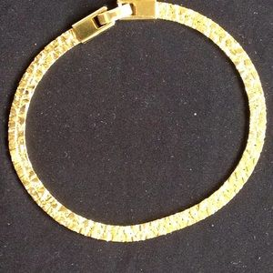 Jewelry - Gold bracelet (8 inches)
